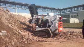 maszyna budowlana ładowarka gąsienicowa ŁS na placu budowy